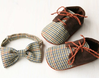 Baby boy gift set - shoes and bow tie, brown plaid corduroy baby oxford shoes, Newsboy outfit, baby shower gift.