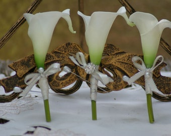 Ivory White Medium Calla Lily Groomsmen's Boutonniere