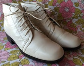 Vintage St John's Bay White Leather Booties Size 9
