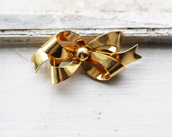 Vintage Gold Tone Ribbon or Bow Brooch Made of Base Metal in Gold-plated Finish