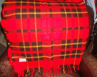 RED PLAID TARTAN Lap Blanket..Mint condition by Faribo made in Minnesota, wool