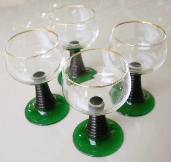 Vintage Emerald Green Stem Wine Glasses With Gold Rims
