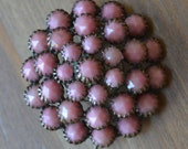 Beautiful antique victorian / georgian style gold plated brooch with pink faux coral gems VGHMKU