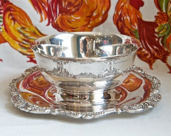 Baroque silver plate sauce bowl by Wallace…sauce boat with under plate…247.