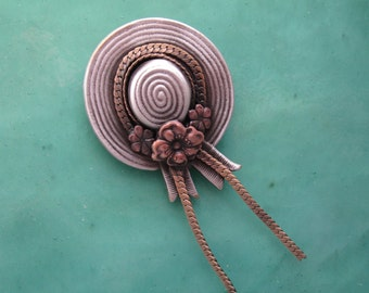 Gardeners Brooch- Gifts for Gardeners- Straw Hat Brooch-