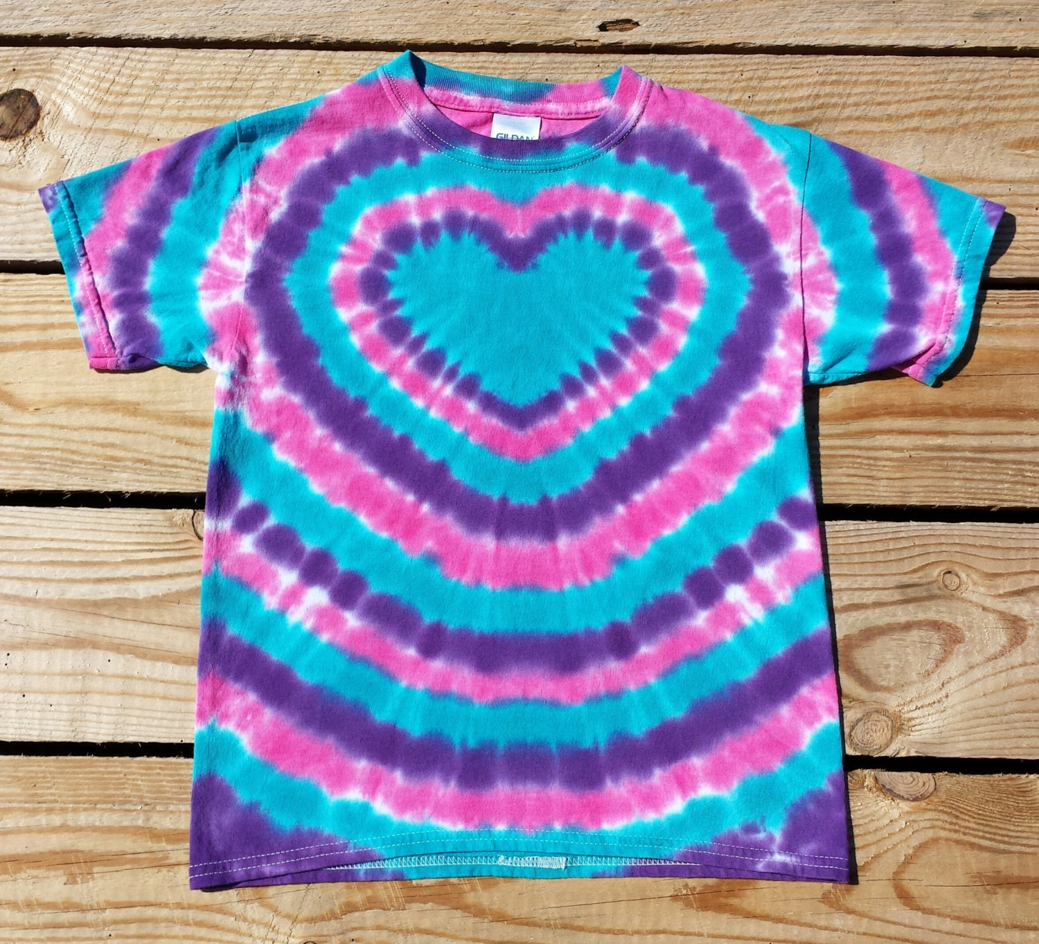 how to make tie dye shirt with a heart