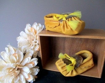 Baby Moccasins Vintage 1970's Deerskin and Fur New With Box Size 3 UNISEX Made in Canada Baby  Mocs Moccs