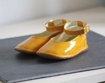 Vintage Baby Leather Shoes Spring Summer Yellow Varnished Little Girl Shoes Mary Janes Mustard Yellow 6 to 12 Months