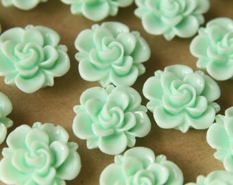 10 pc. Mint Green Flower Cabochons 19mm | RES-475