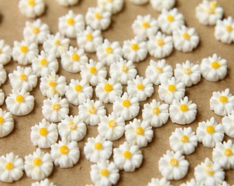 20 pc. White Two-Tone Daisy Flower Cabochons 8mm | RES-496