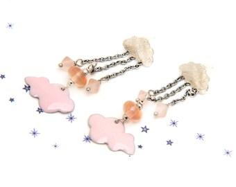 boucles d'oreilles nuage émail perle de verre de Murano filé au chalumeau saumon pêche pastel