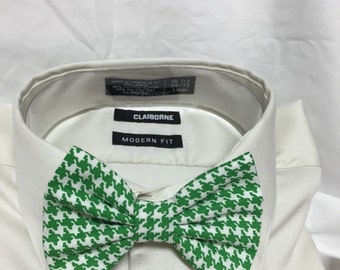 Green Houndstooth Print Bowtie / Bow Tie