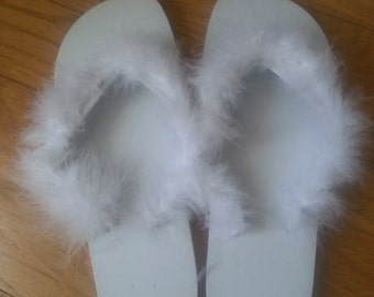 fluffy flipflops for the bride or bridesmaids.