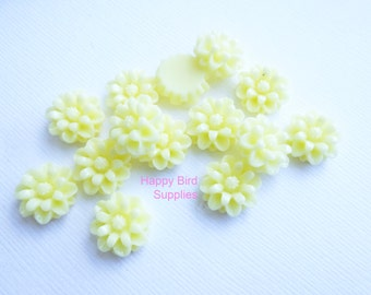 Light Yellow Resin Cabochon 12mm Flat Backed Flower...  15 Pieces
