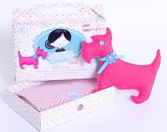 Funky Felt Dog Sewing Kit in Pink