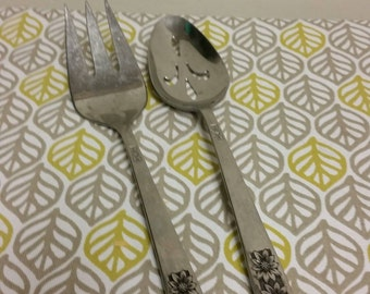 Rogers Serving Fork and Spoon Daisy