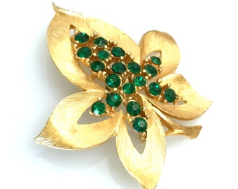 JJ Leaf Brooch, Emerald Green Chaton Rhinestones, Textured Gold Tone, JJ Vintage Figural Brooch