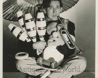Crazy man juggler Mel w trumpet circus performer vintage hand signed photo