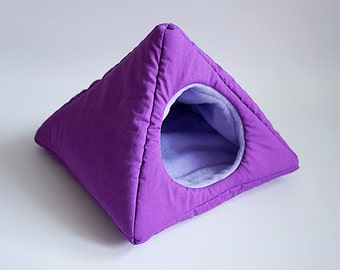 cosy cuddle pyramid for guinea pigs (purple/lavender)
