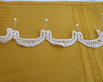 Vintage Ivory Lace Trim Scalloped