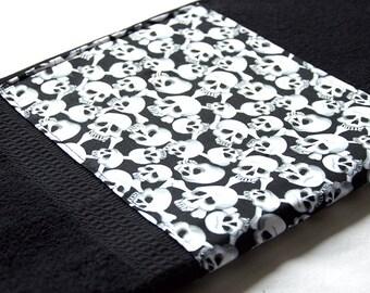 Black Skulls Bath Towel 50 cm x 100 cm