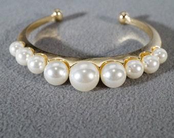 Vintage Yellow Gold Tone 9 Round Graduating Size Faux Pearl Bold Cuff Bangle Bracelet