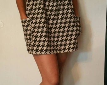 Houndstooth black and offwhite shift dress with pockets size 2 to 4