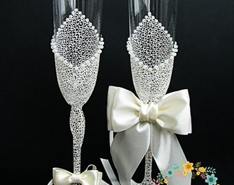 Ivory Charming Wedding champagne glasses - Hand painted Wedding Favor - Lace wedding toasting flute-Pearls champagne flutes-Wedding Gift