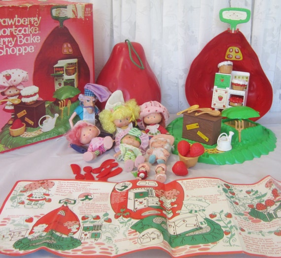 Strawberry Shortcake Berry Bake Shoppe By BobbiesVintageShoppe