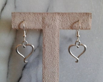 Curly tail heart charm earrings