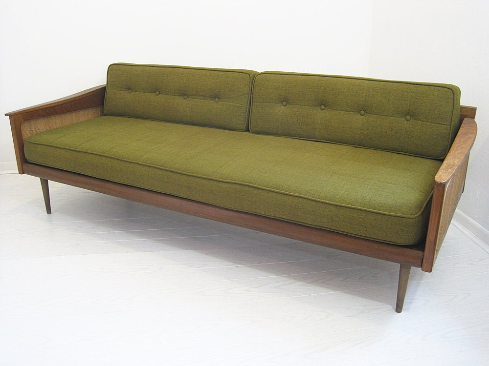 Mid century caned daybed sofa with green cushions for Mid century daybed sofa