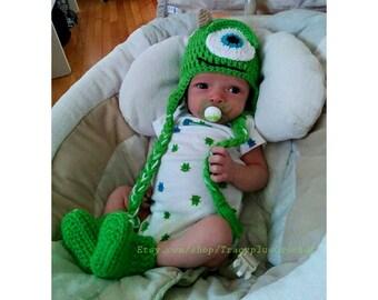 Green monster set. Crochet Monster hat with earflaps. Green One-eyed monster hat with braids. Photo Prop green monster. Handmade to Order.