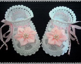 Hand Crocheted Baby shoes -Sandals for baby girl with pink flowers.