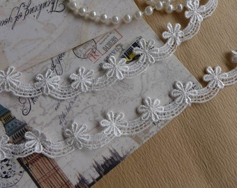 Delicate Little Flowers Scalloped Trim White Venise Lace Trims for Baby Headbands, Wedding Garters