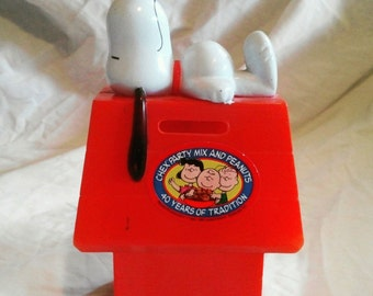 1966 Collectible Snoopy Bank Chex Mix