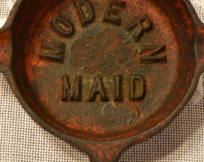 Vintage Miniature Cast Iron Fry Pan Modern Maid Ashtray Red PanchosPorch