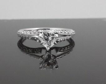 9ct white gold heart split shank ring