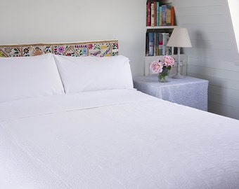 WHITE QUILT BEDSPREAD - White Quilt with Stitched Pattern