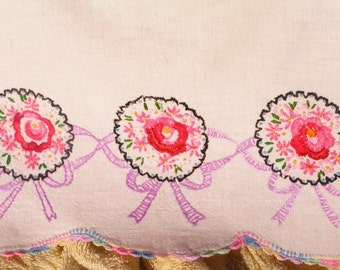 Vintage Embroidered Dresser Scarf Runner Rose Bouquet Crocheted Crochet Edging