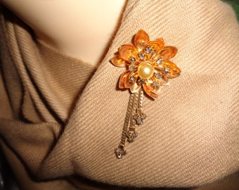 Reis Co Inc 1/20 12kt Gold Filled Articulated Dangle Flower Brooch Champagne Color Faux Pearl Center Smoky Rhinestones