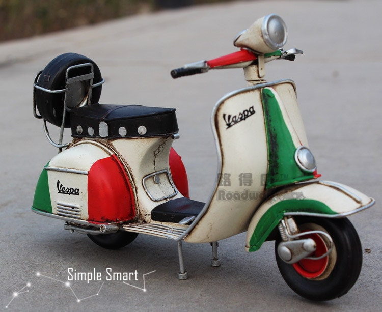 1 12 miniature retro style 1955 vespa motorcycle rome model. Black Bedroom Furniture Sets. Home Design Ideas