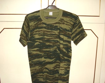 Vintage Military Camouflage Olive Green Brown T Shirt/ Short Sleeve T Shirt/ Outdoorsman Sportsman Hunter/1990s