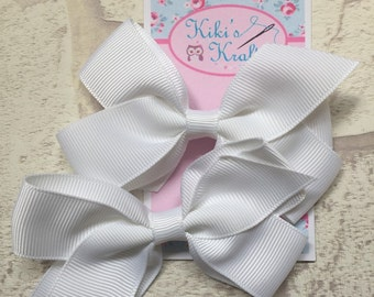 White, 4 inch bow. Alligator clip for baby and children.