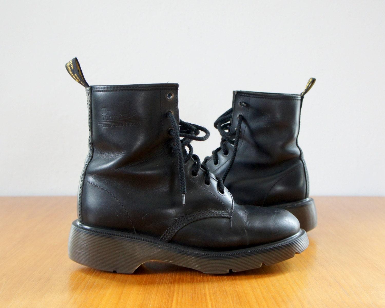 90s doc martens air wair boots 1990s dr by cameocatvintage. Black Bedroom Furniture Sets. Home Design Ideas