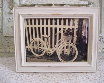 Cottage White Vintage Bike Photo