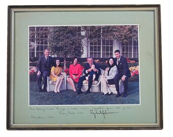 Lyndon Johnson US President & Family signed 1967 Christmas Photograph-Rare