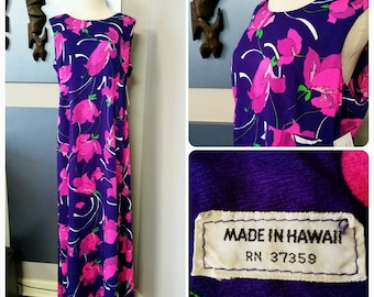 Vintage 70's 1970's Hawaiian dress // Tropical floral print // Purple // Maxi dress // Tiki Oasis // VLV // Rockabilly // Aloha