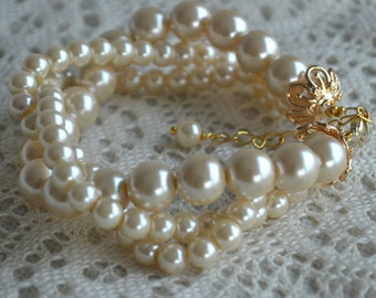 faux pearls bracelet,pearl with gold clasp,triple pearl champagne bracelet with gold color clasp,select color,Maid of honor jewelry