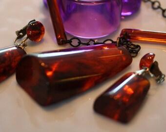 Incredible Vintage Root Beer Bakelite Necklace and Earrings