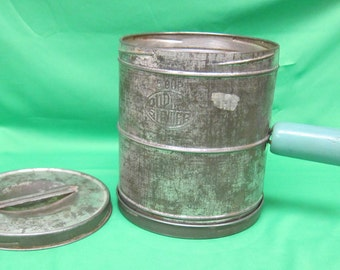 Uneek Utilities Company of Chicago 5 Cup Dual Sided Sifter